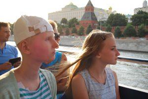 По Москва-реке